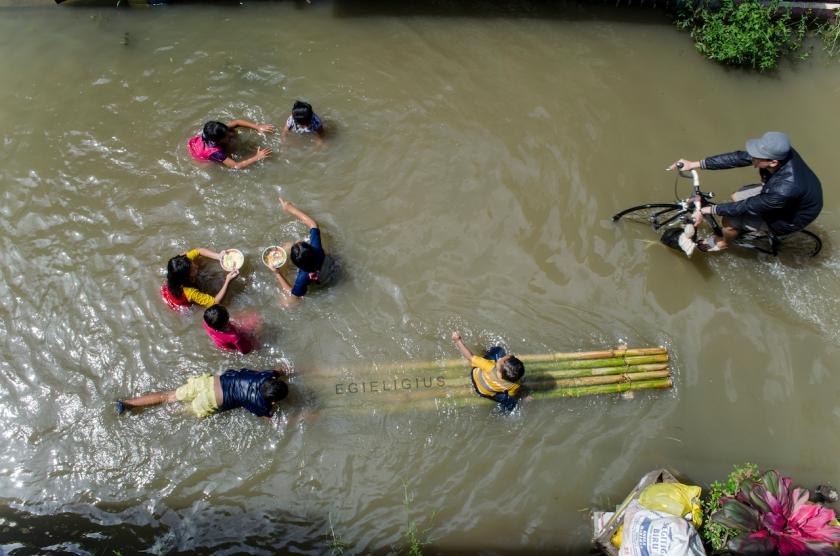 banjir-dan-anak-anak