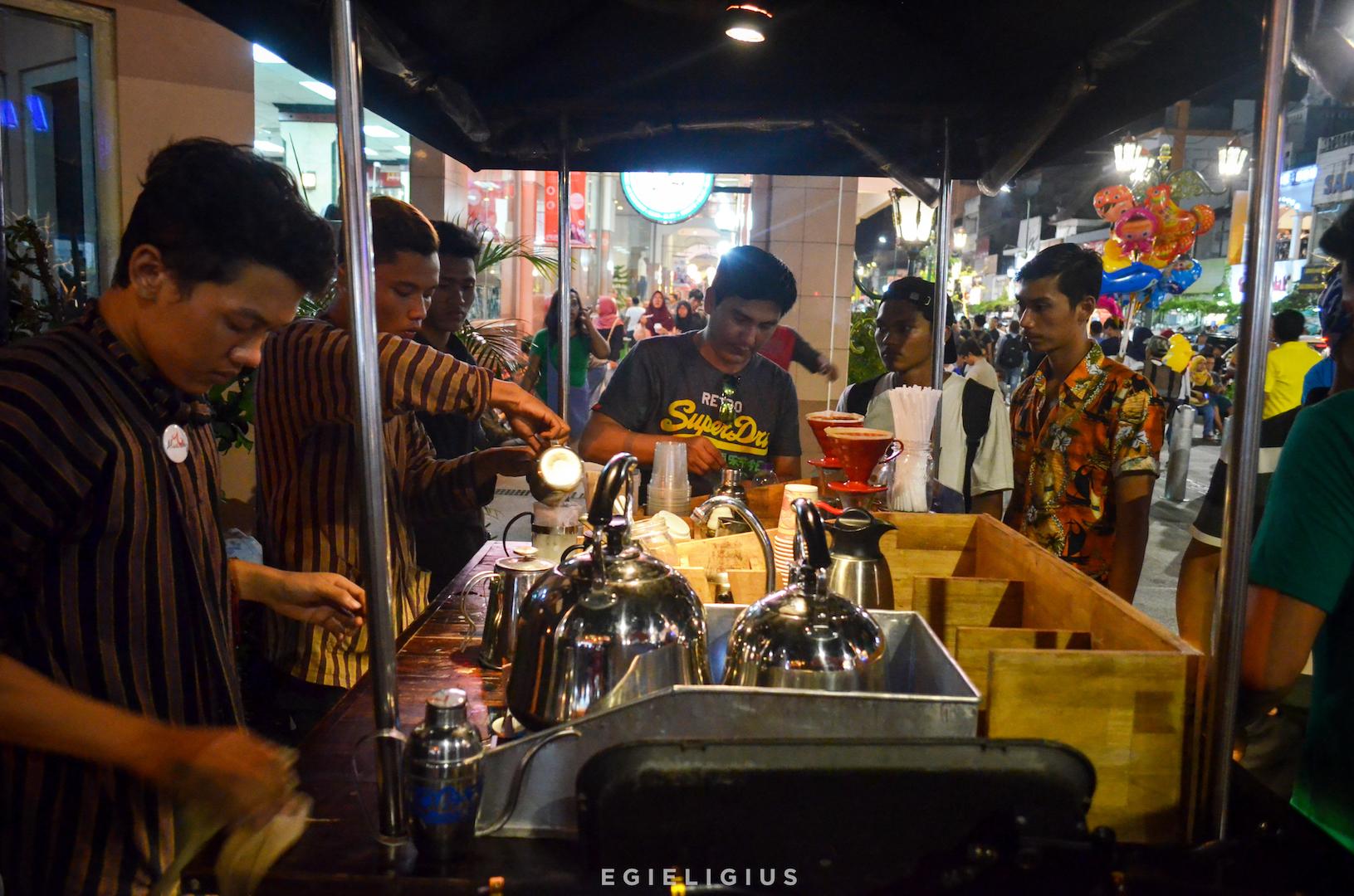 Image result for Koling, kopi cita rasa kafe dalam nuansa kaki lima di Malioboro